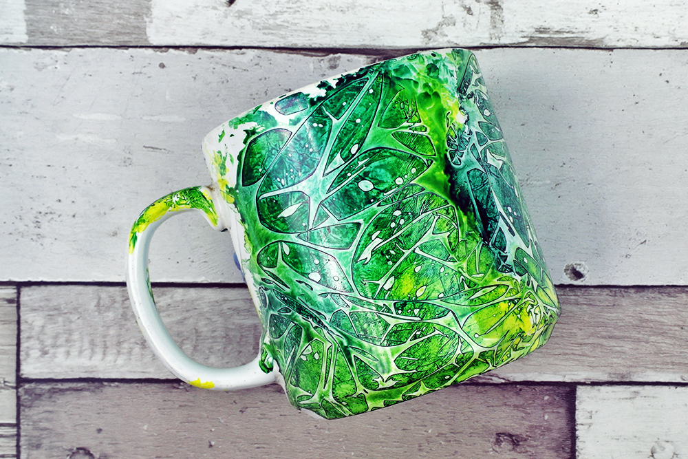 Using alcohol inks on ceramics to create a patterned mug