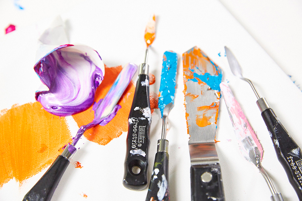 Liquitex Freestyle Large Palette Knives and Liquitex Acrylic Paints