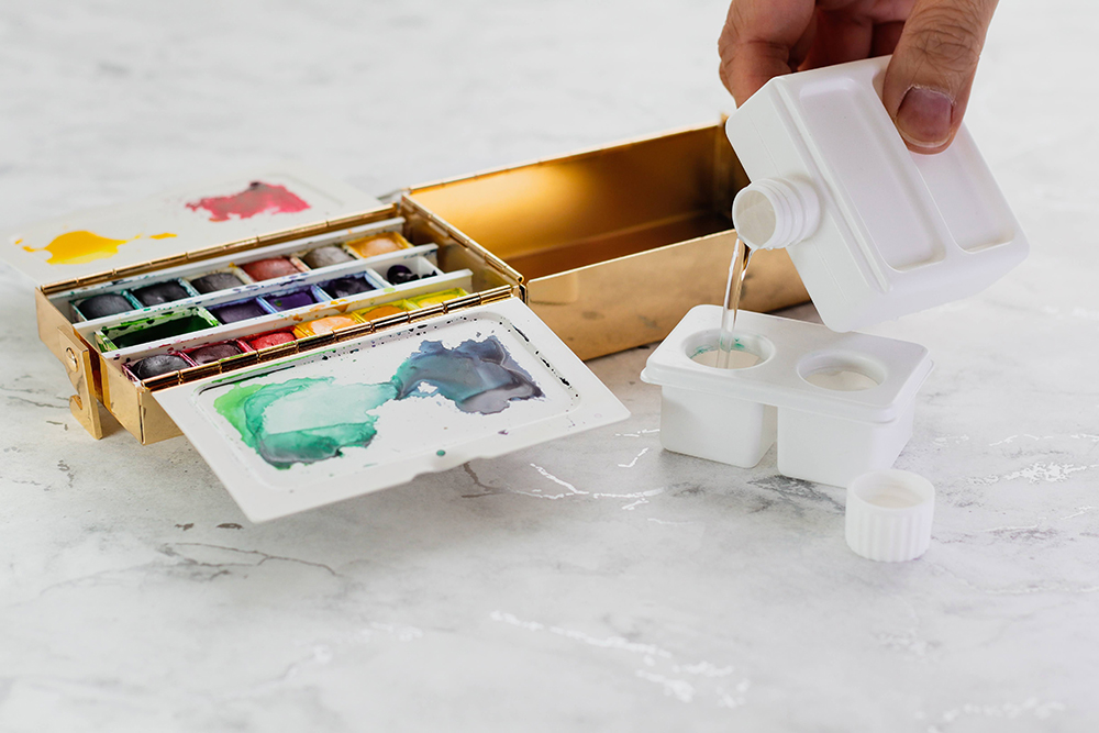 Frazer Price Watercolour Palette Box water reservoirs can be filled with the removable water bottle