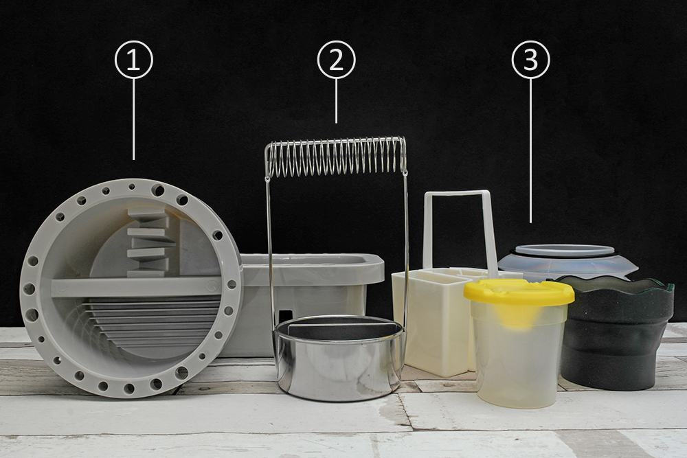 Assorted brush cleaning tubs and accessories.